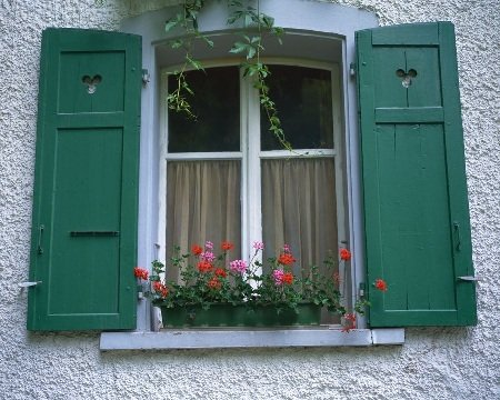 Чем утеплить старые окна на зиму своими руками