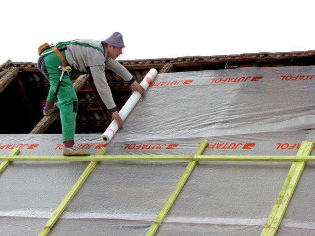 Почему крыша бани должна быть теплой и утепленной