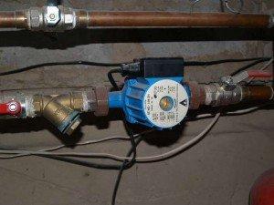 Для обогрева больших домов необходим циркулярный насос