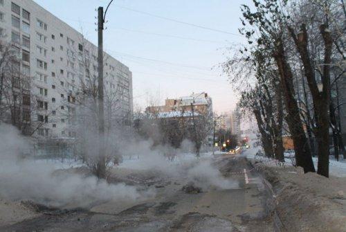 Прорыв отопительной трубы в Екатеринбурге
