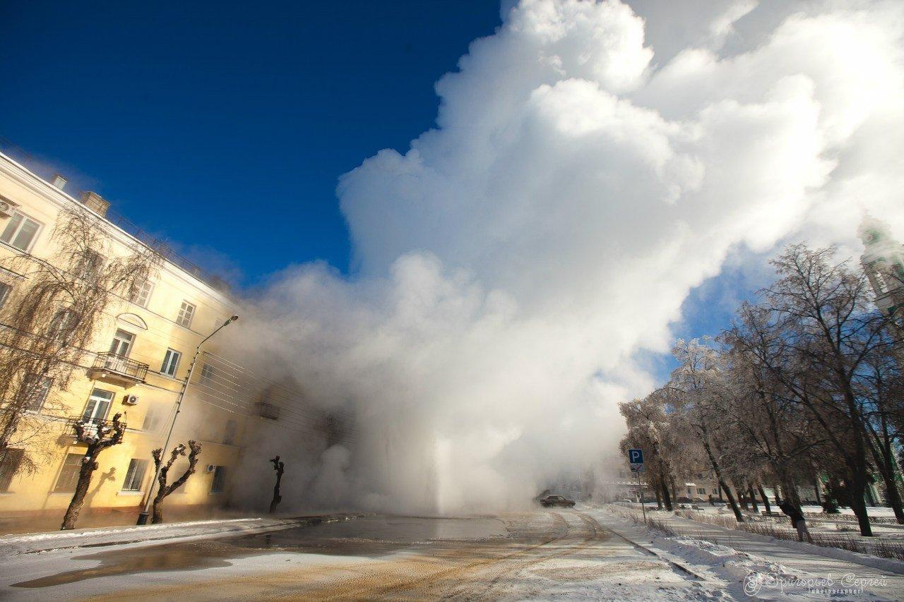 Авария на теплотрассе в Невском районе Петербурга может оставить без тепла более 60 детских учреждений