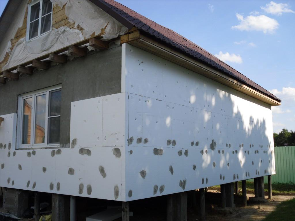 Утепляем каркасный дом с помощью пенопласта