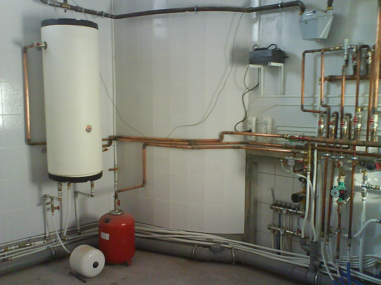 Какие приборы и оборудование входят в состав водяной системы отопления?