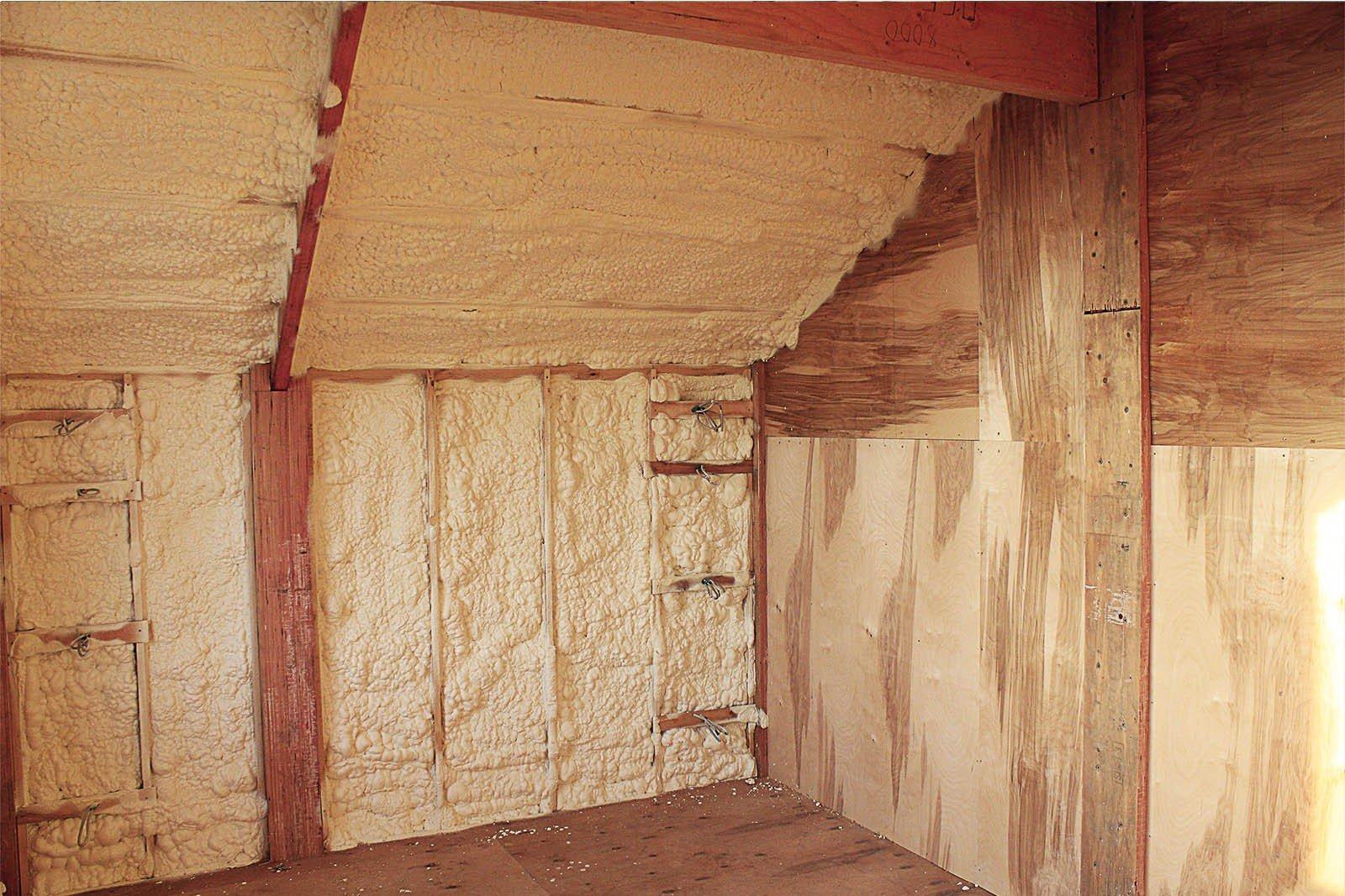 Как утеплить стены деревянного дома изнутри: полезные советы