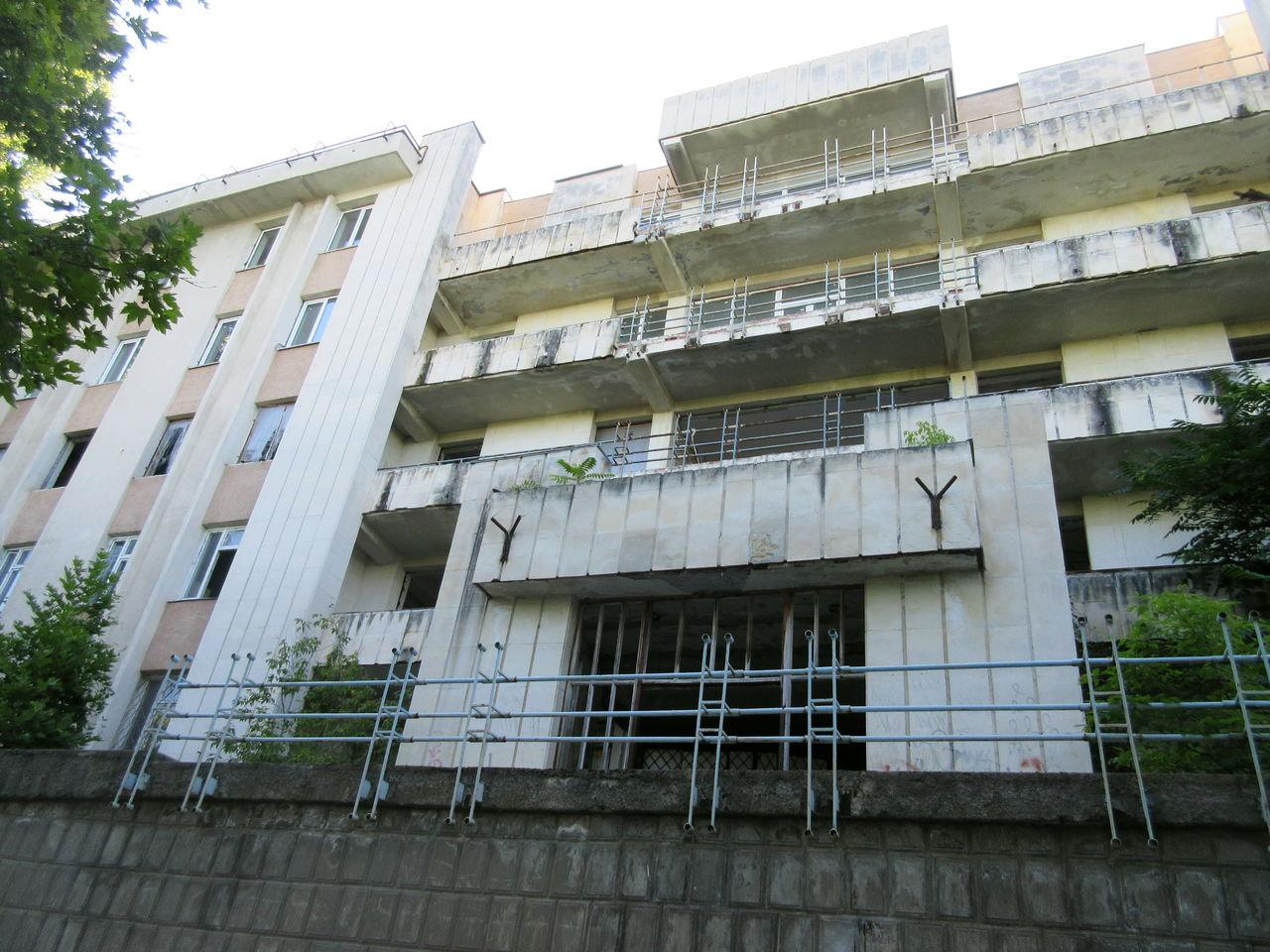 Дома и общежития военных Севастополя до сих пор остаются без тепла