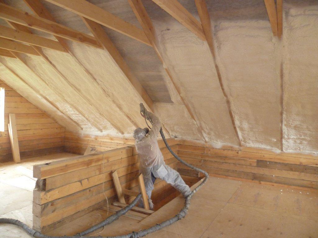 Как и зачем утеплять скатную крышу