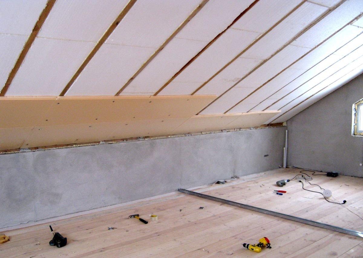 Проведение качественного утепления крыш деревянного дома