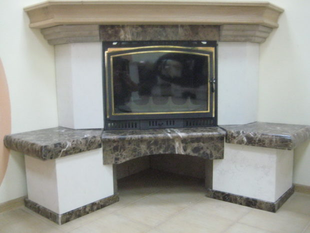 Мраморный угловой камин