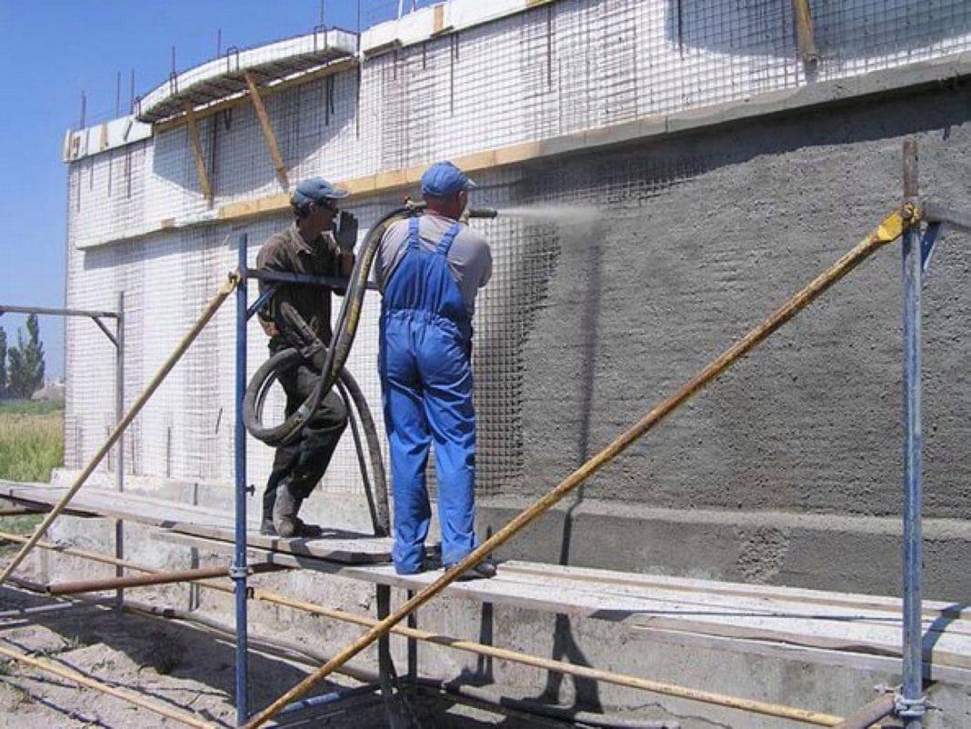 Несколько эффективных способов защитить бетон отразрушения