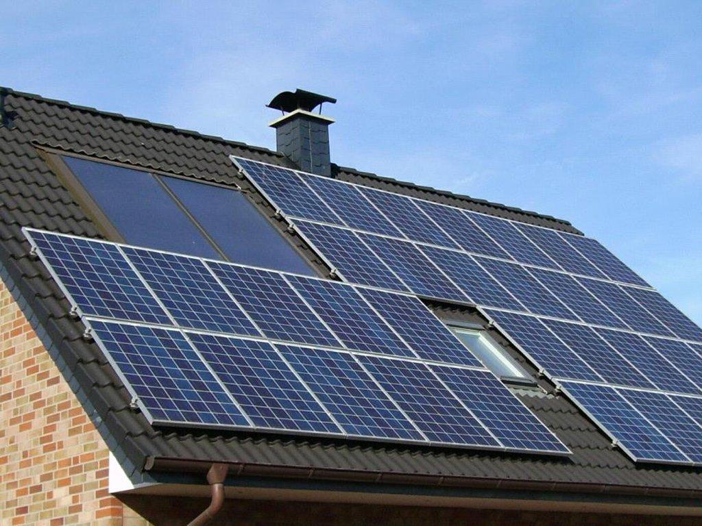 Использование коллекторов и солнечных батарей в отоплении дома
