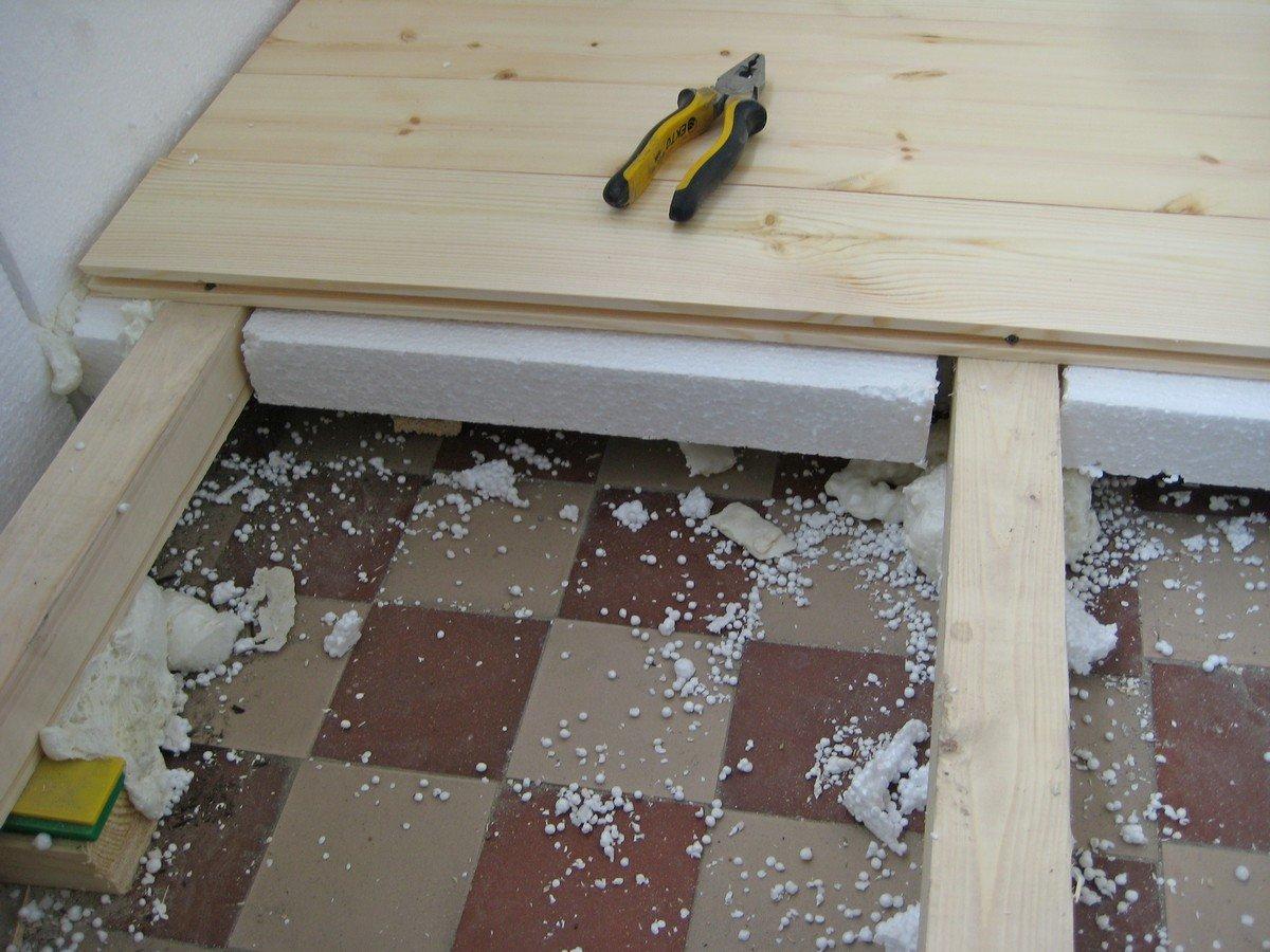 Утепляем деревянный пол с помощью пенопласта