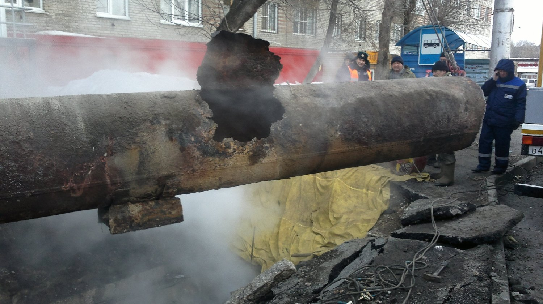 Прорыв отопительной трубы в Екатеринбурге оставил без тепла 13 домов