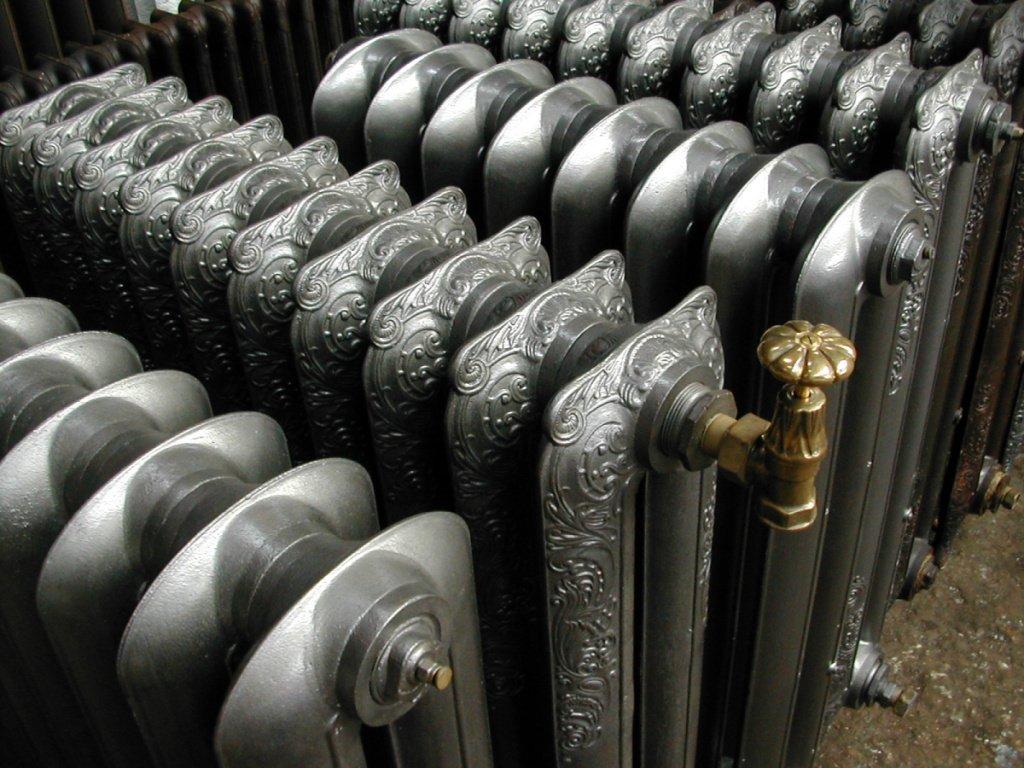 Преимущества и разновидности отопительных радиаторов из чугуна