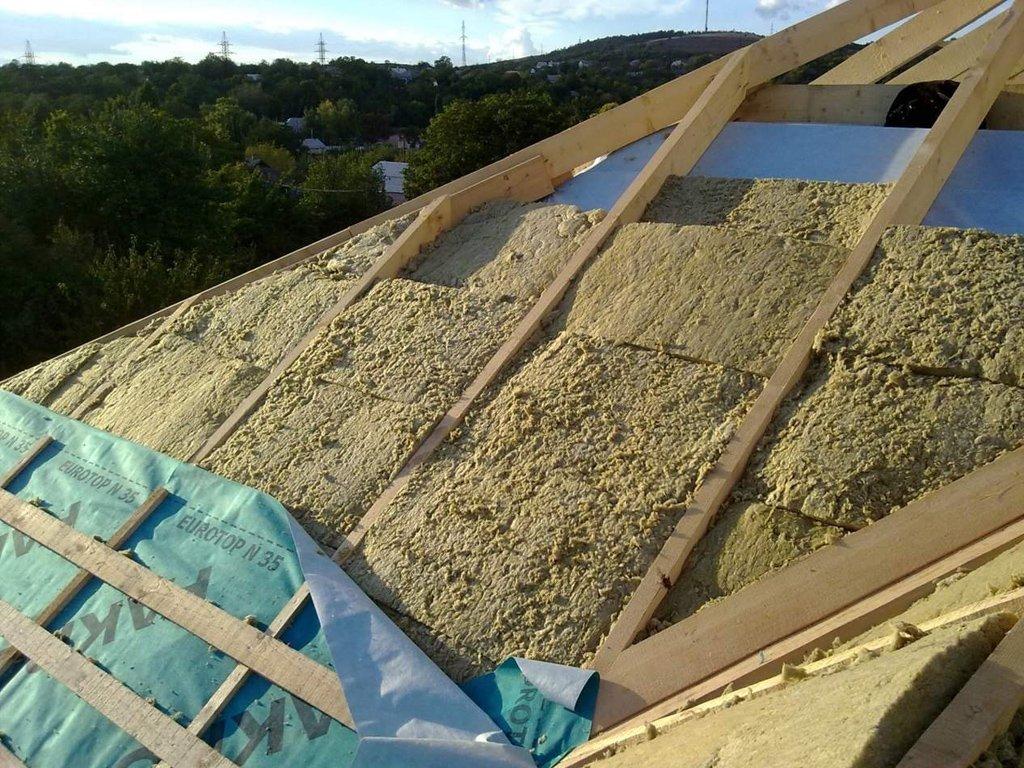 Утепляем крышу: выбираем материал и проводим монтаж