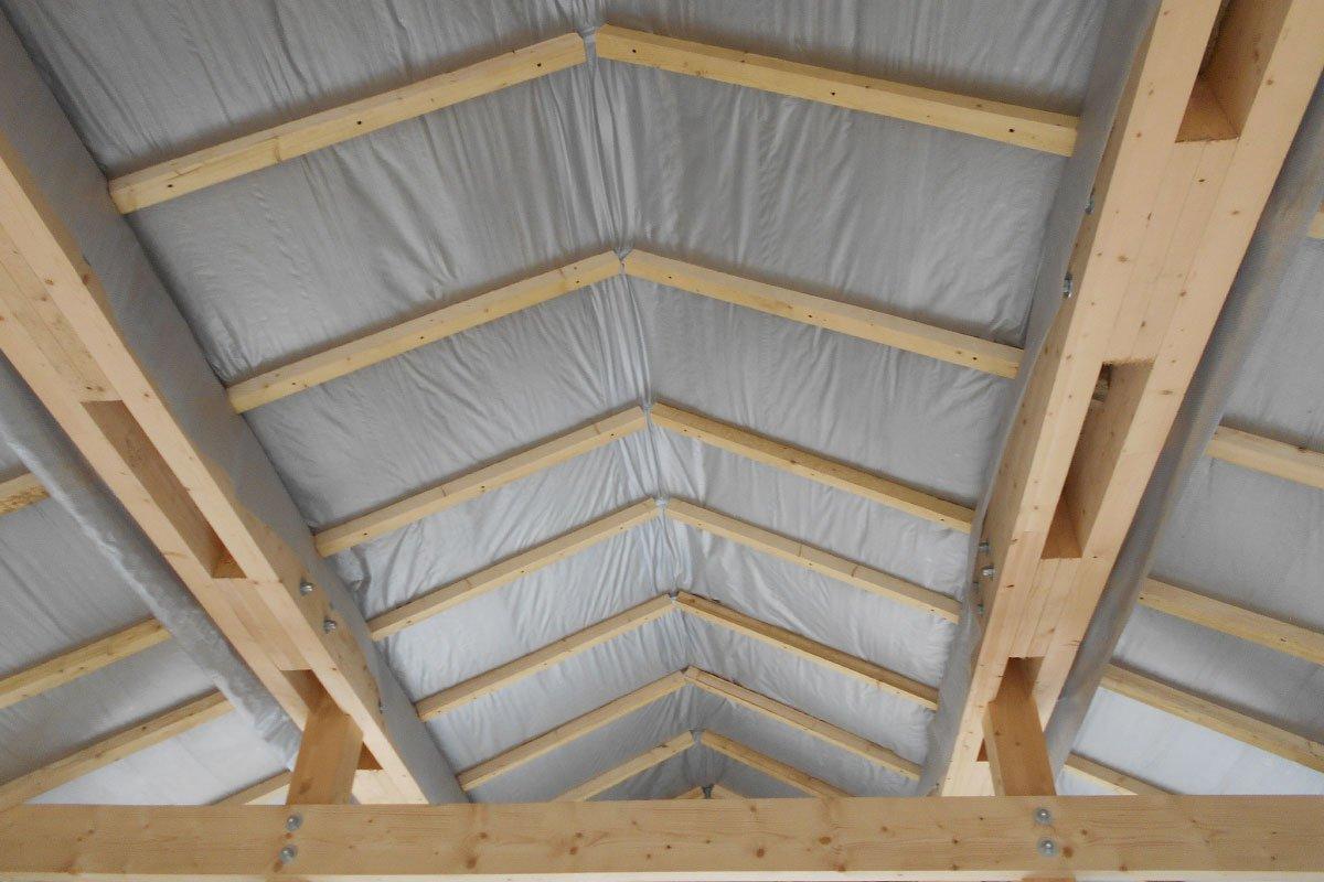 Чем и как утеплить крышу дома
