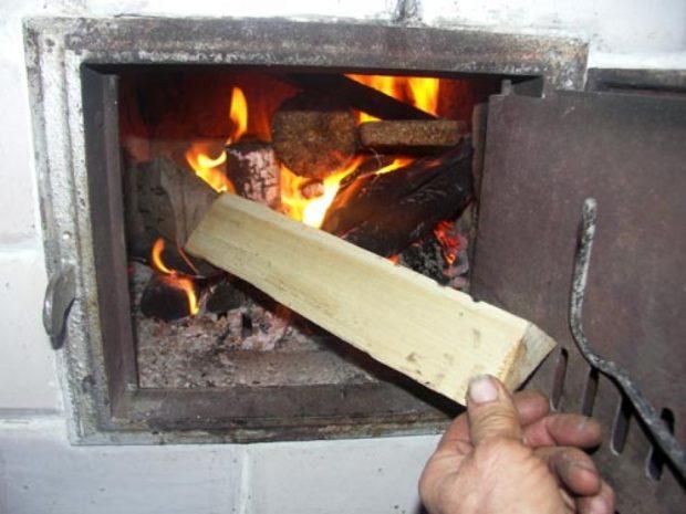 Как топить печь — правильная укладка дров
