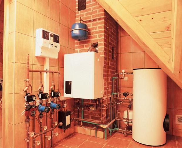 Газовый котёл внутри дома