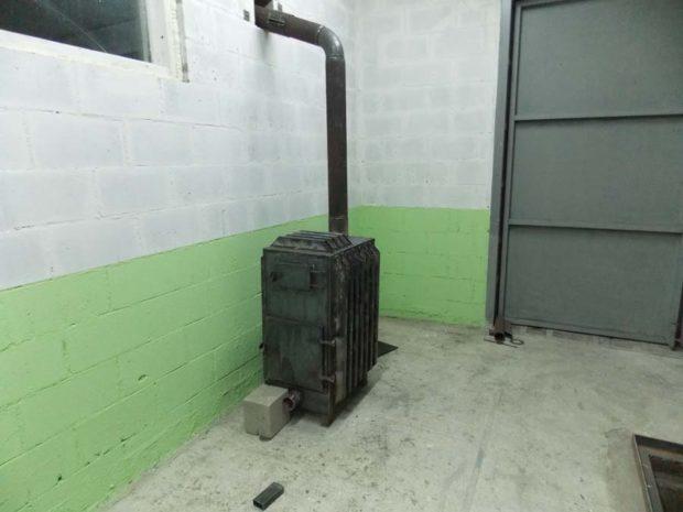 Вывод дымохода через стену под потолком