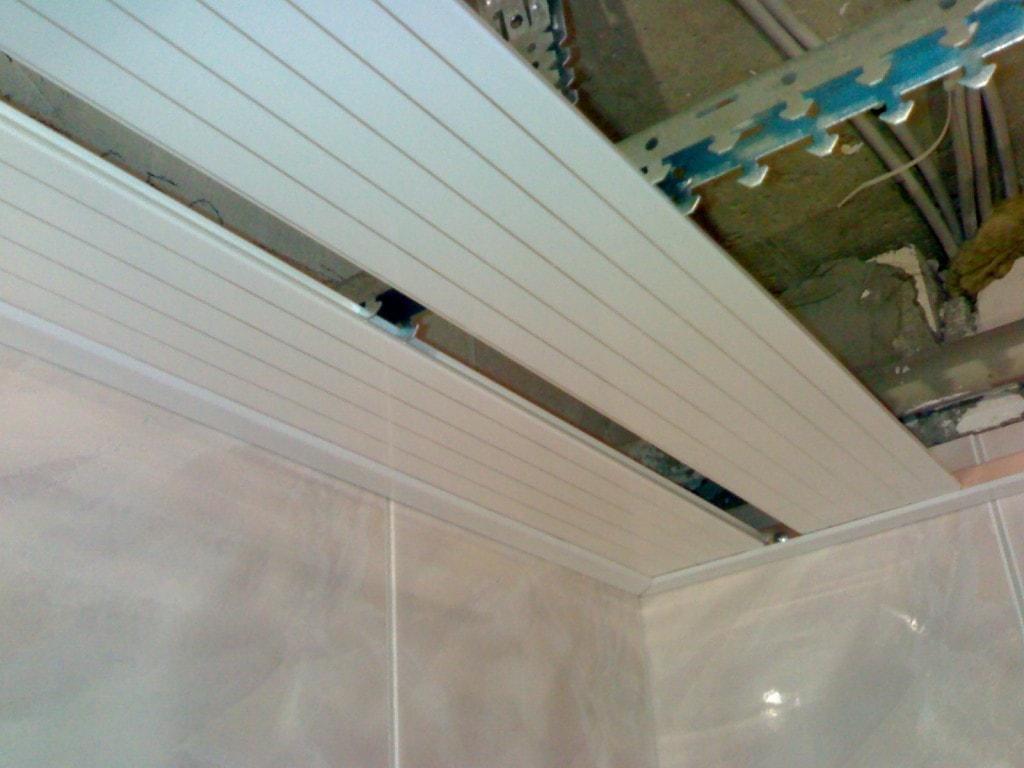 Установка реечного потолка своими руками